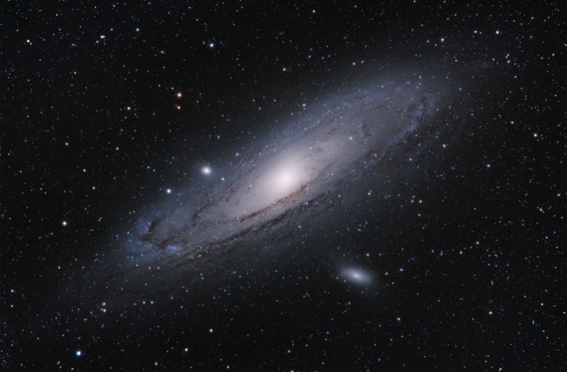 andromeda galaxy through telescope - HD1825×1200